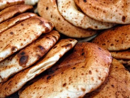 Арабски питки за сандвич с прясна мая на тиган - снимка на рецептата